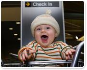 טיסה עם תינוק/ת