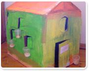 יצירה ביתית – בית משחק עם אדניות